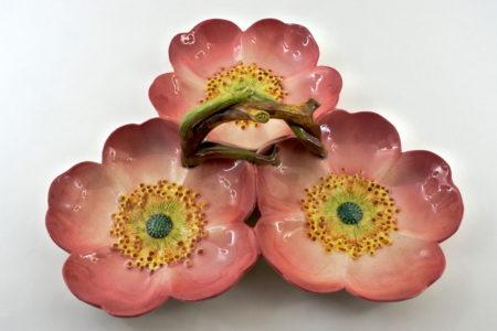 Présentoir Massier in ceramica barbotine con anemoni