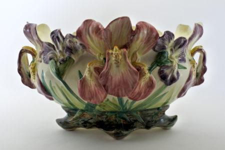 Jardinière Massier in ceramica barbotine con iris