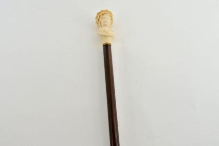 Elegante bastone con impugnatura in avorio