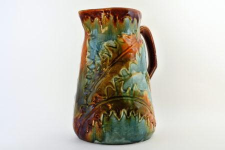 Brocca in ceramica barbotine con cardi