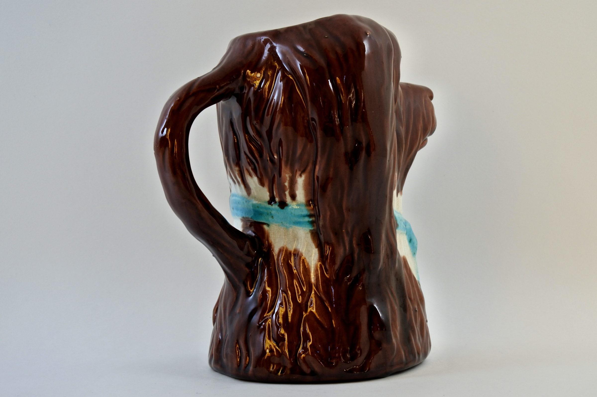 Brocca in ceramica barbotine a forma di cane con fiocco azzurro - 3
