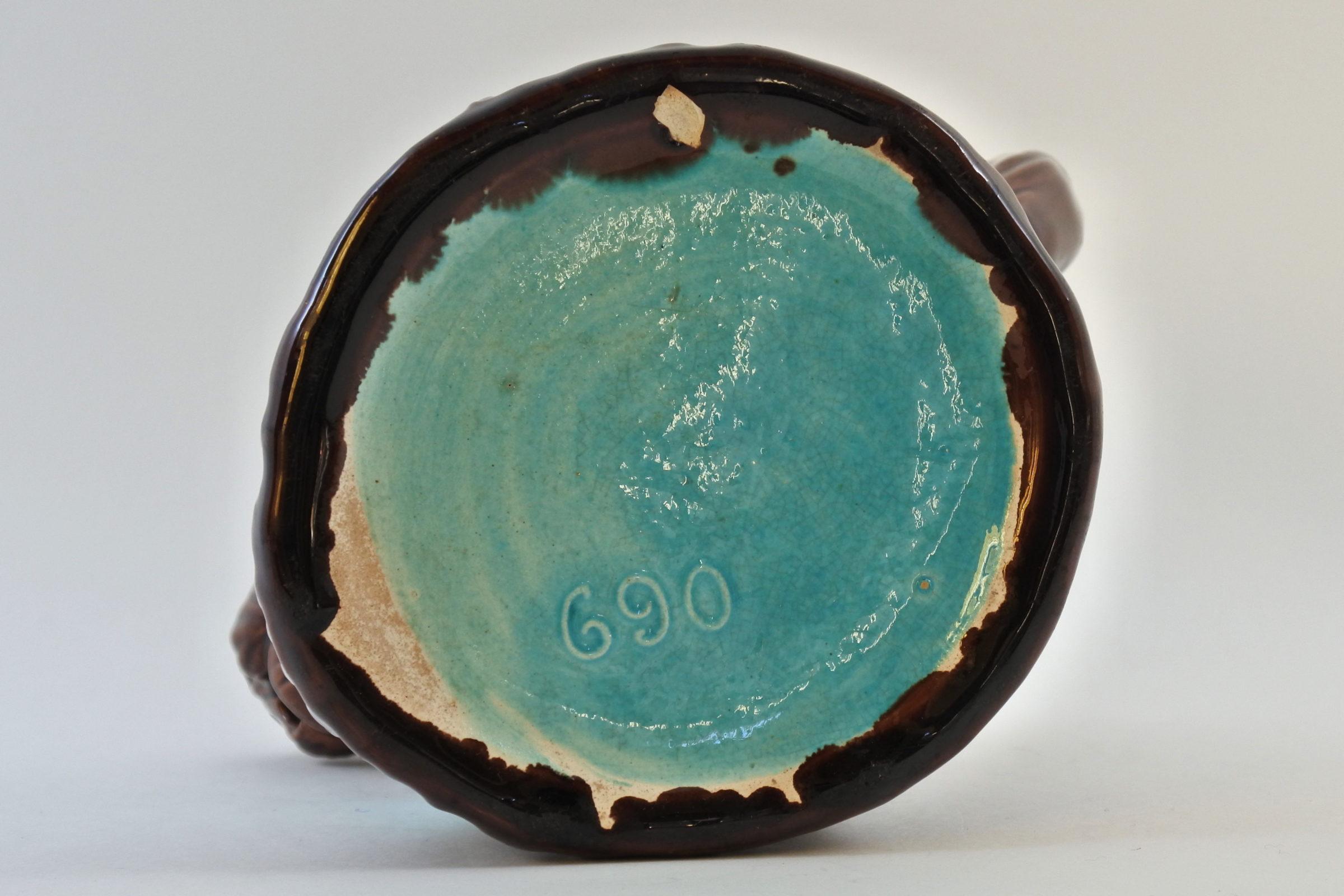 Brocca in ceramica barbotine a forma di cane con fiocco azzurro - 5