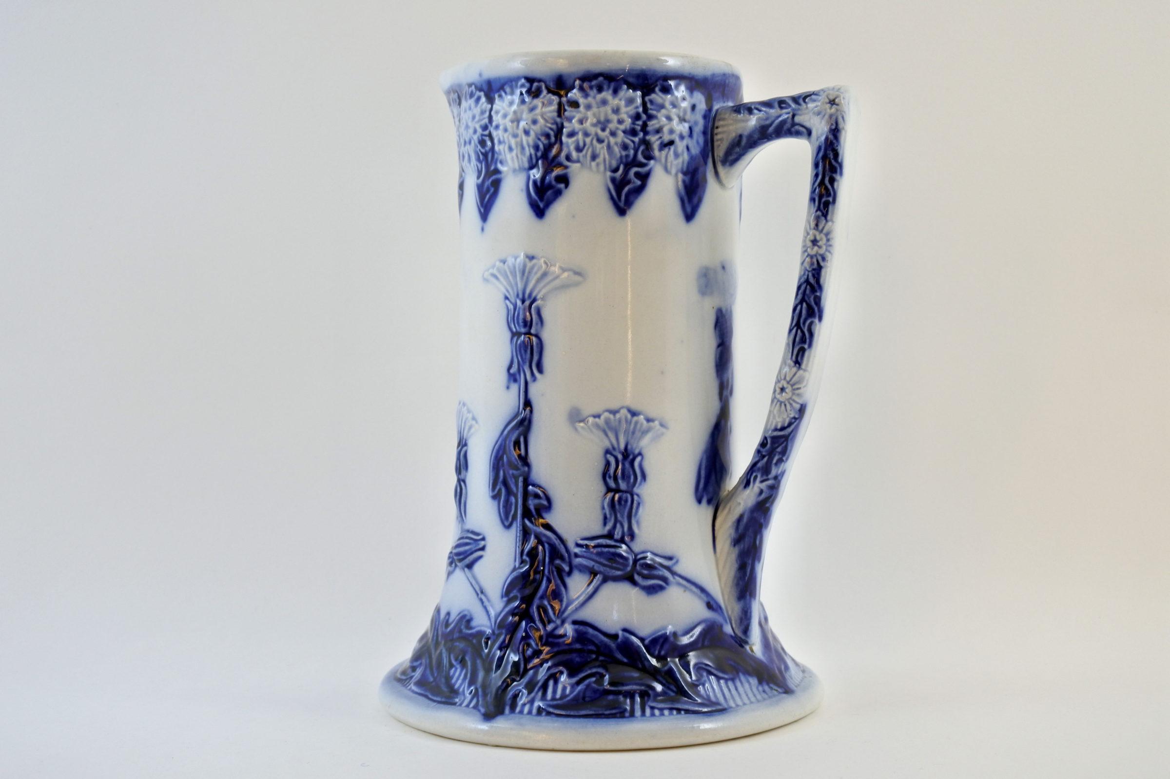 Brocca in ceramica barbotine con cardi monocromatici - Chardons