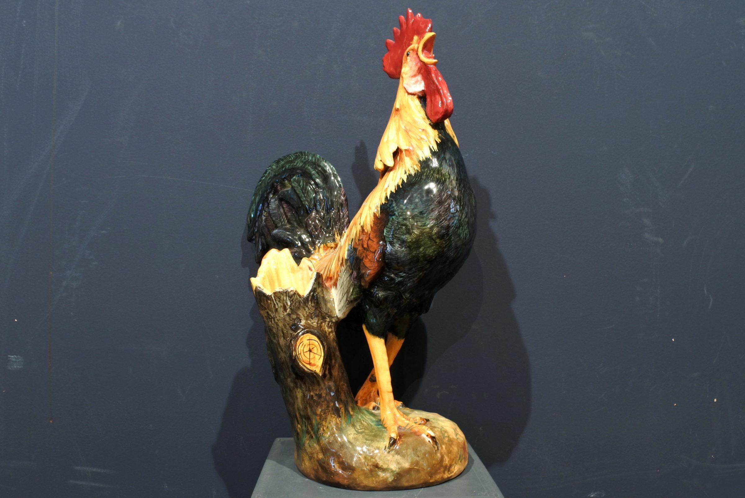 Jardinière Massier in ceramica barbotine a forma di gallo