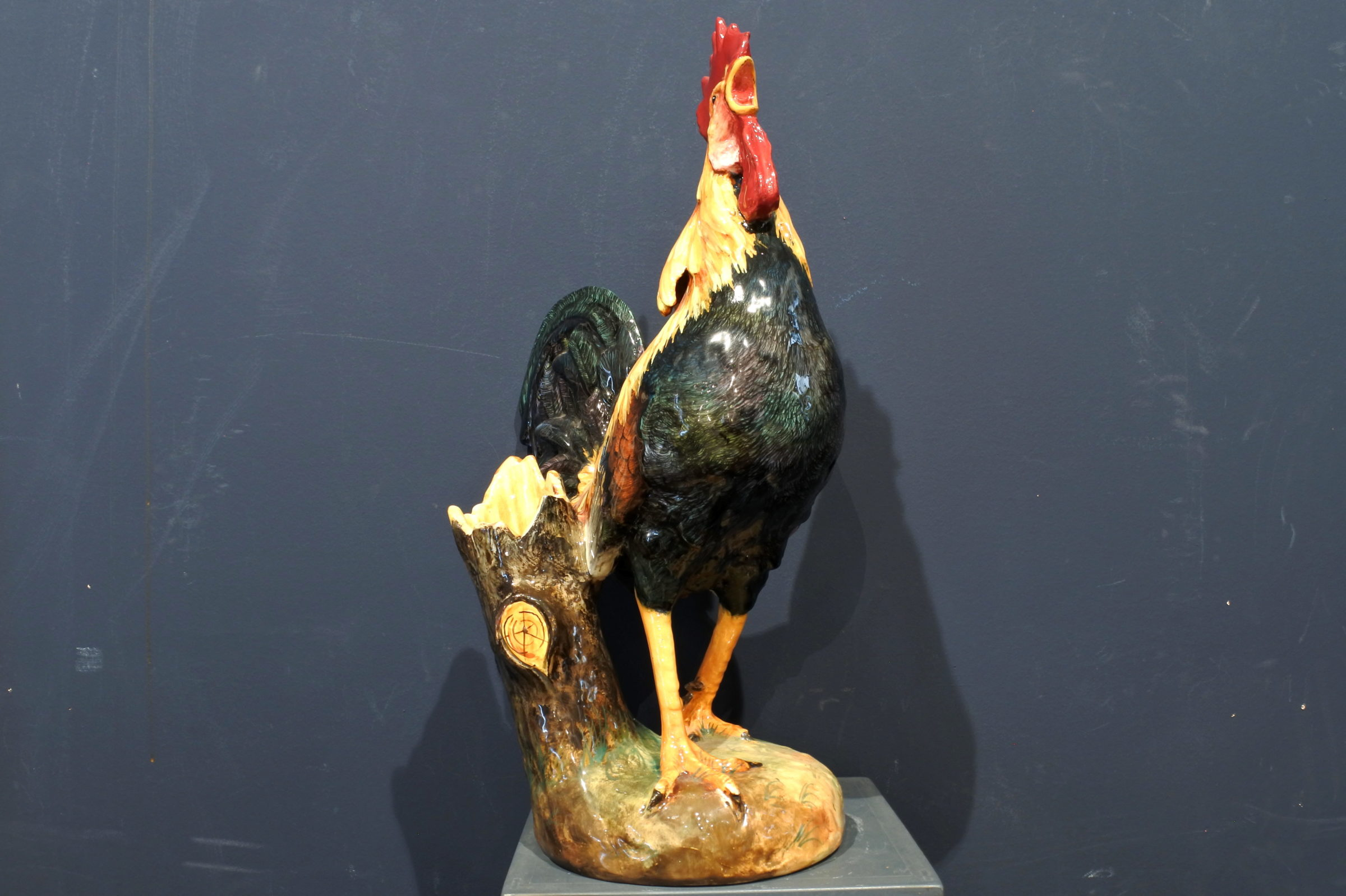 Jardinière Massier in ceramica barbotine a forma di gallo - 4