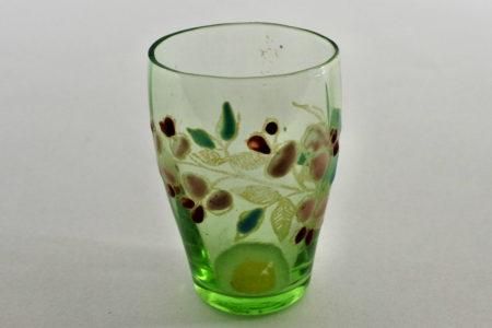 Bicchierino in vetro verde soffiato e smalti