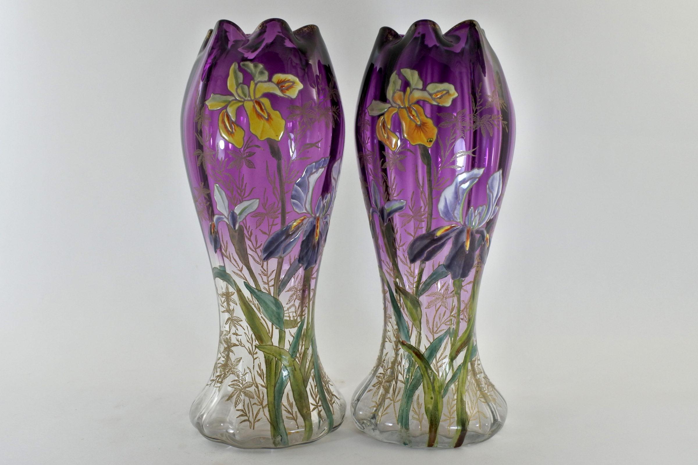 Coppia di vasi Legras in vetro soffiato e smalti con iris