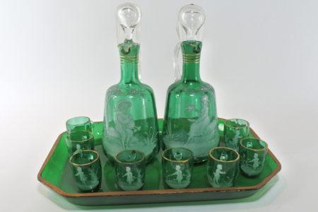 Servizio da liquore in vetro soffiato e smalti con decoro Mary Gregory