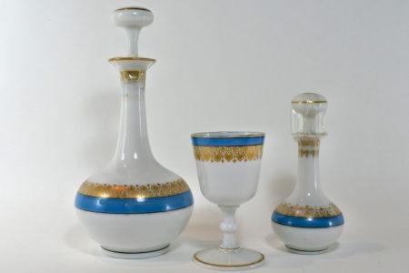 Servizio da notte in vetro opaline dipinto e dorato