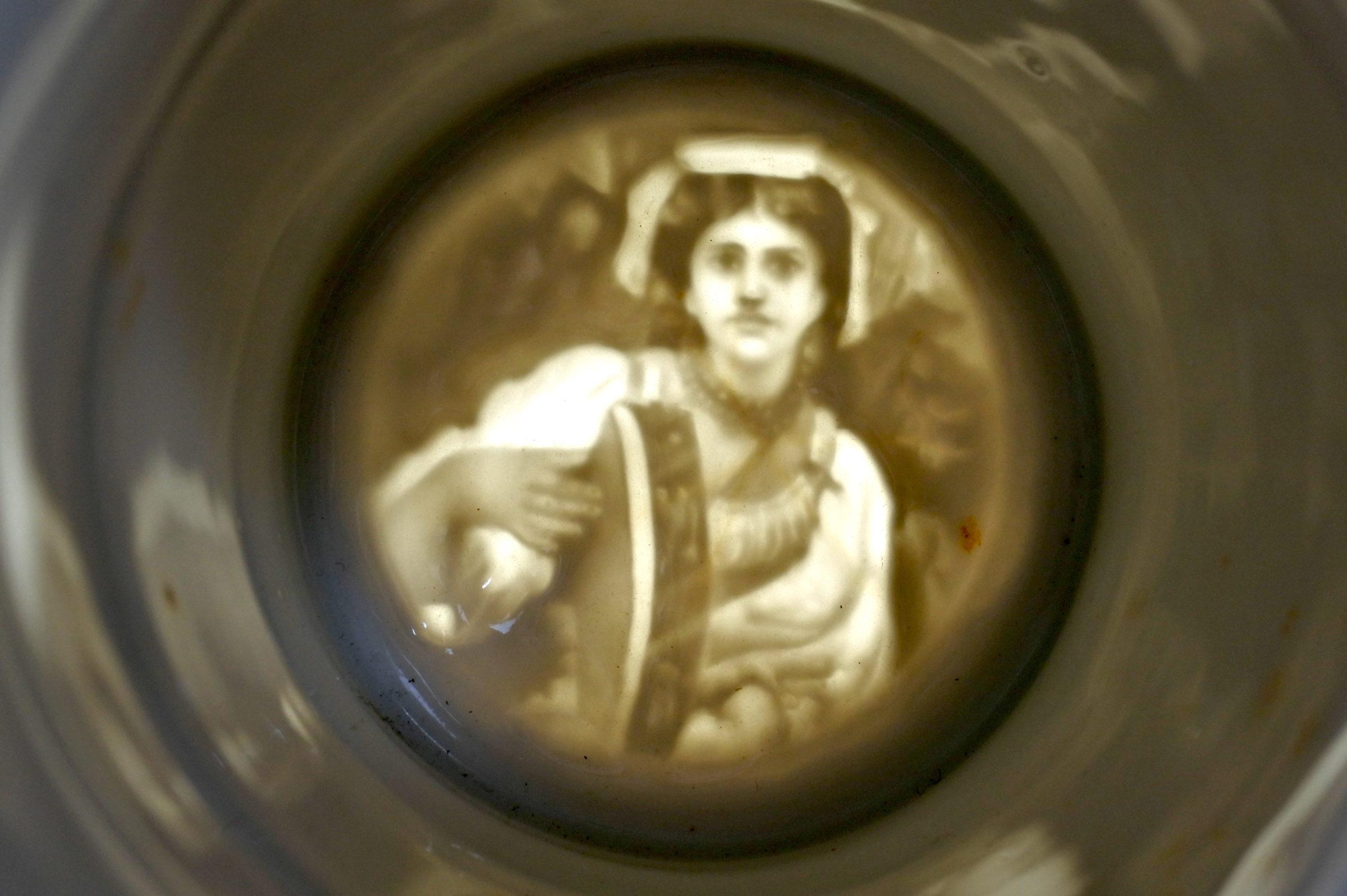 Boccale in ceramica e peltro – Litofania con donna - 4