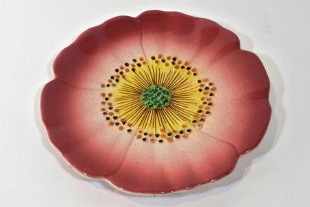 Piatto Delphin Massier in ceramica barbotine con un anemone rosa