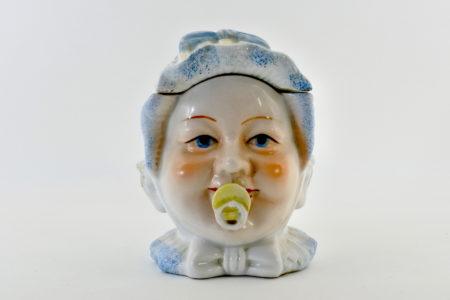 Portatabacco in ceramica rappresentante neonato con ciuccio