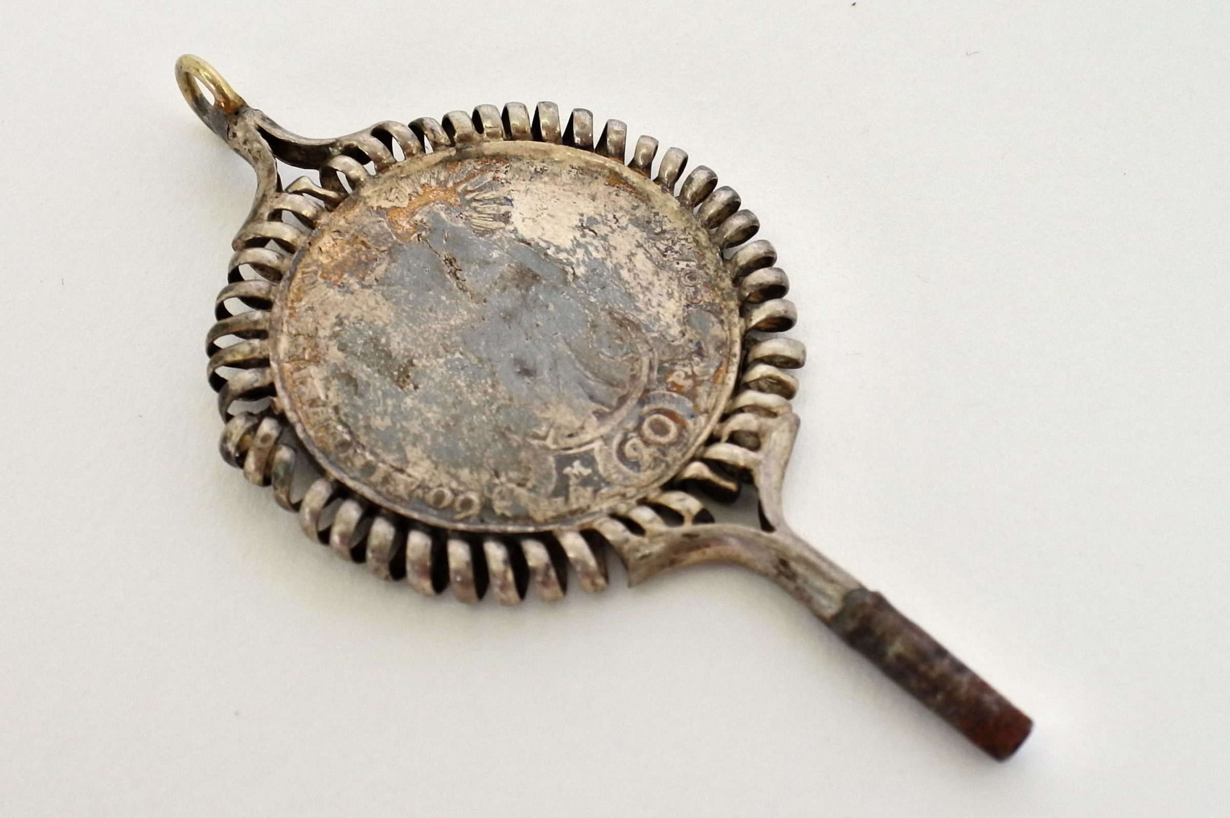 Chiavetta per orologio da tasca con moneta