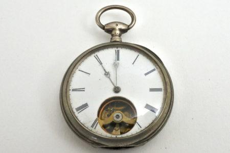Orologio da tasca in argento con carica a chiavetta e bilanciere a vista