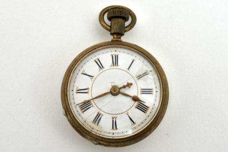 Orologio da tasca con movimento a vista sul retro