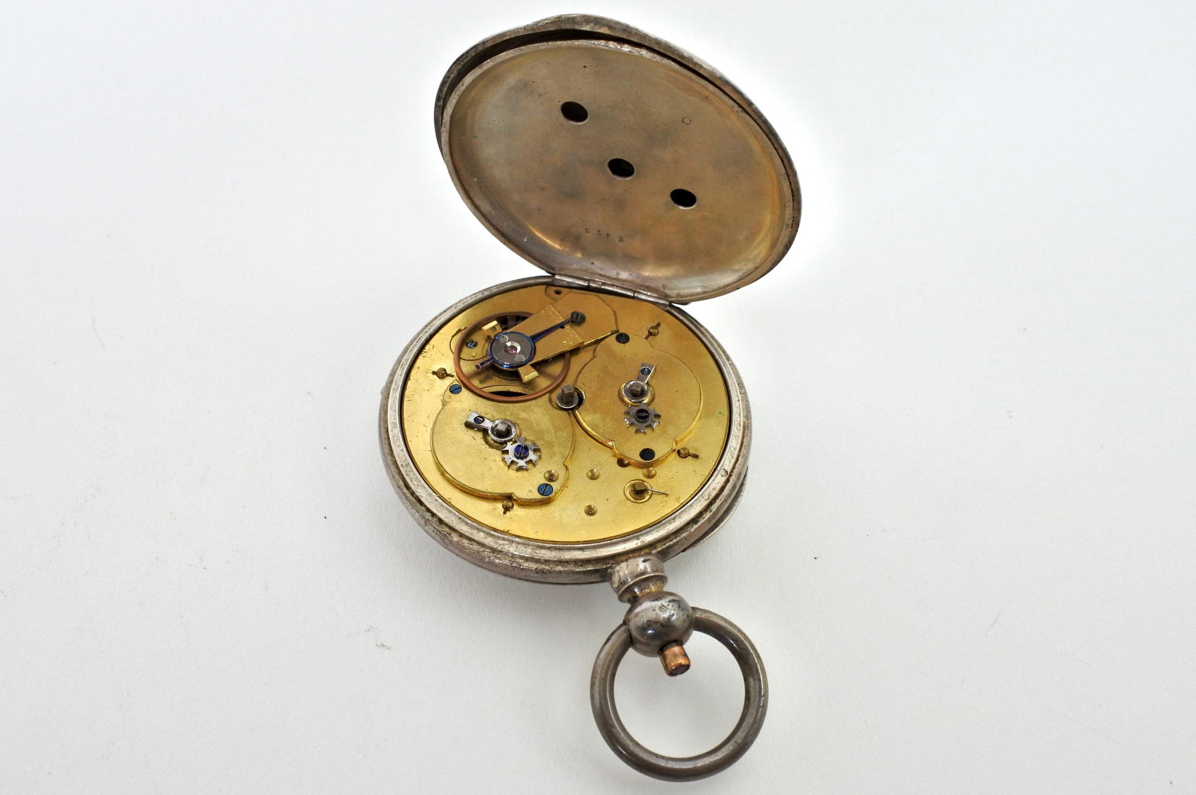 Orologio da tasca in argento con carica a chiavetta. Diametro cassa 55 mm - 3