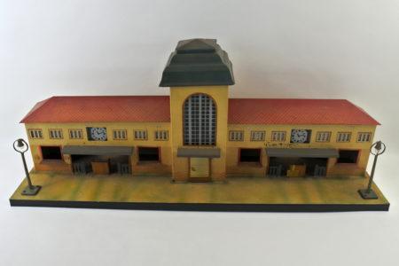 Antica stazione dei treni in latta policroma - Kibri