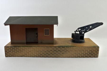 Antica postazione ferroviaria con gru in latta policroma - Marklin