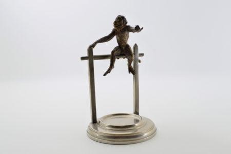 Portaorologi con scimmia in bronzo di Vienna su supporto in ottone cromato