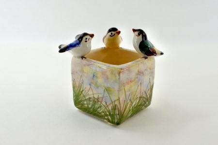 Piccola jardinière Massier in ceramica barbotine con uccellini