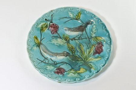 Piatto in ceramica barbotine con uccellini e uva - Sarreguemines