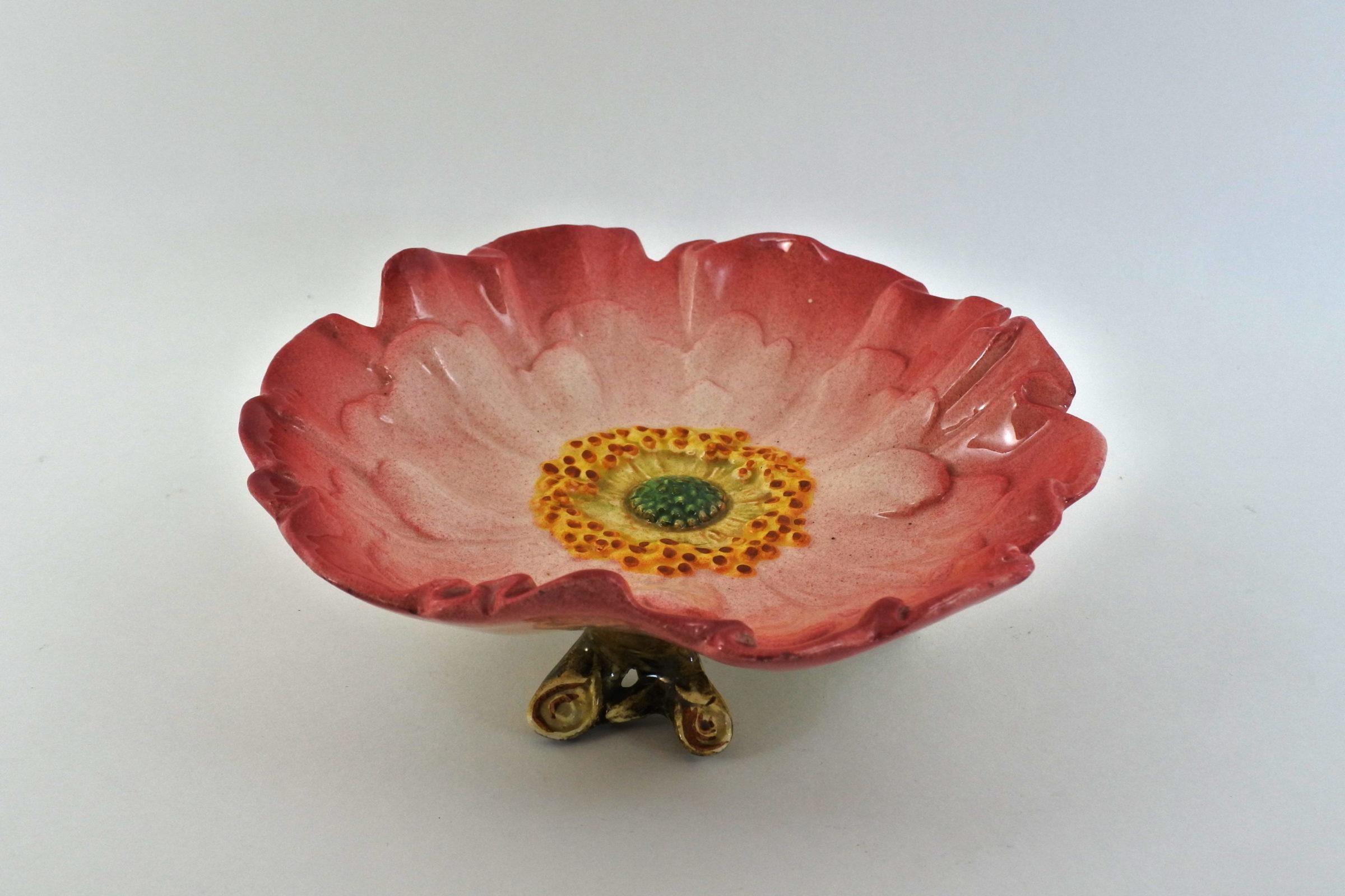 Alzatina Massier in ceramica barbotine con anemone