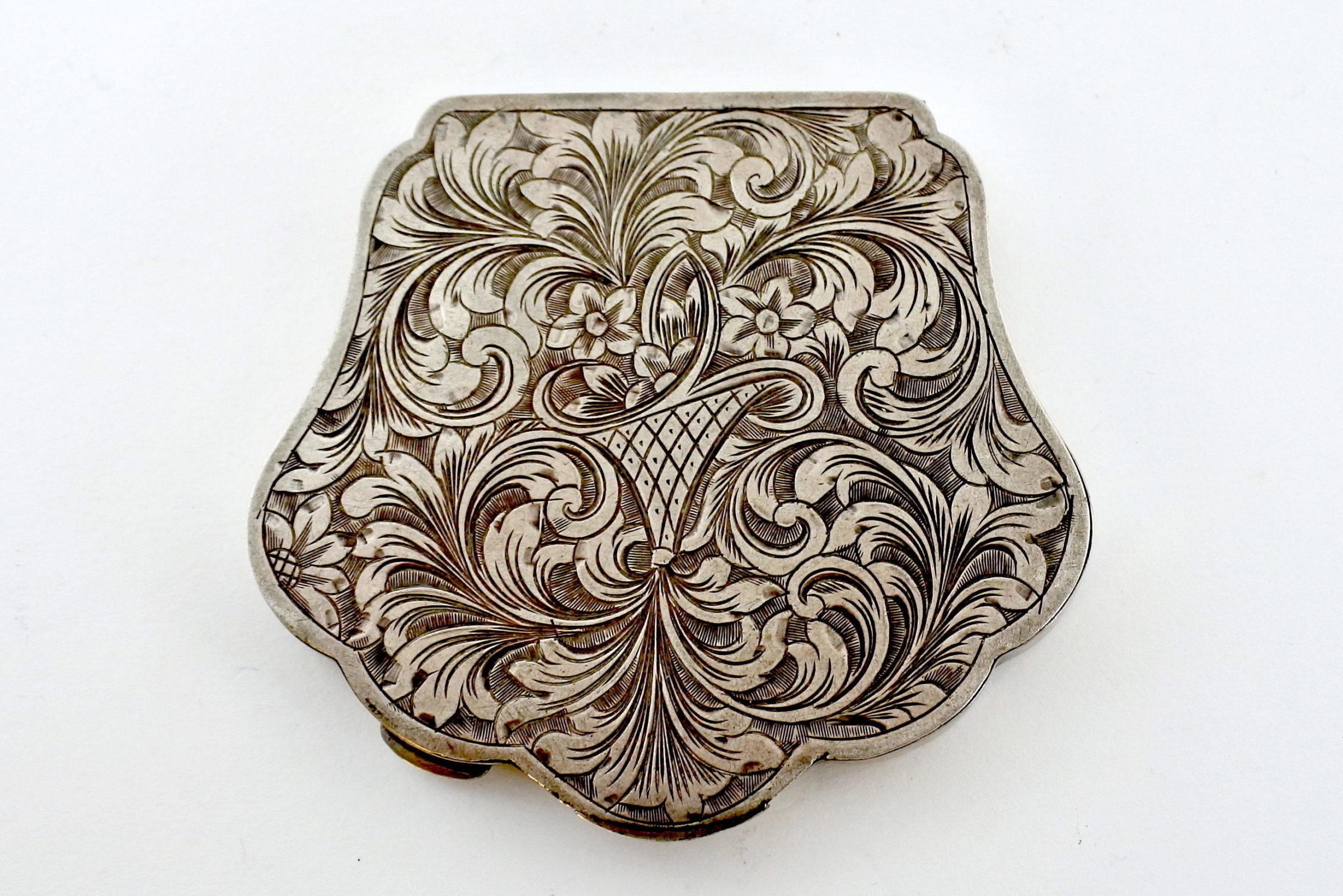 Portacipria in argento con decoro floreale
