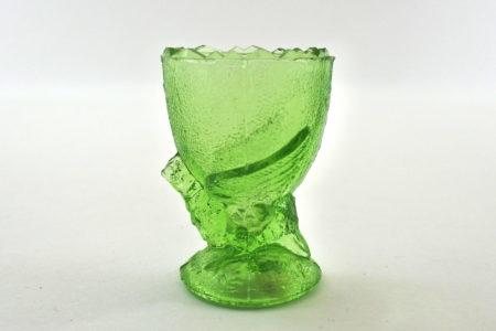 Portauovo con uccellino in vetro verde trasparente con bordo frastagliato