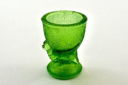 Portauovo in vetro verde con uccellino e bordo liscio