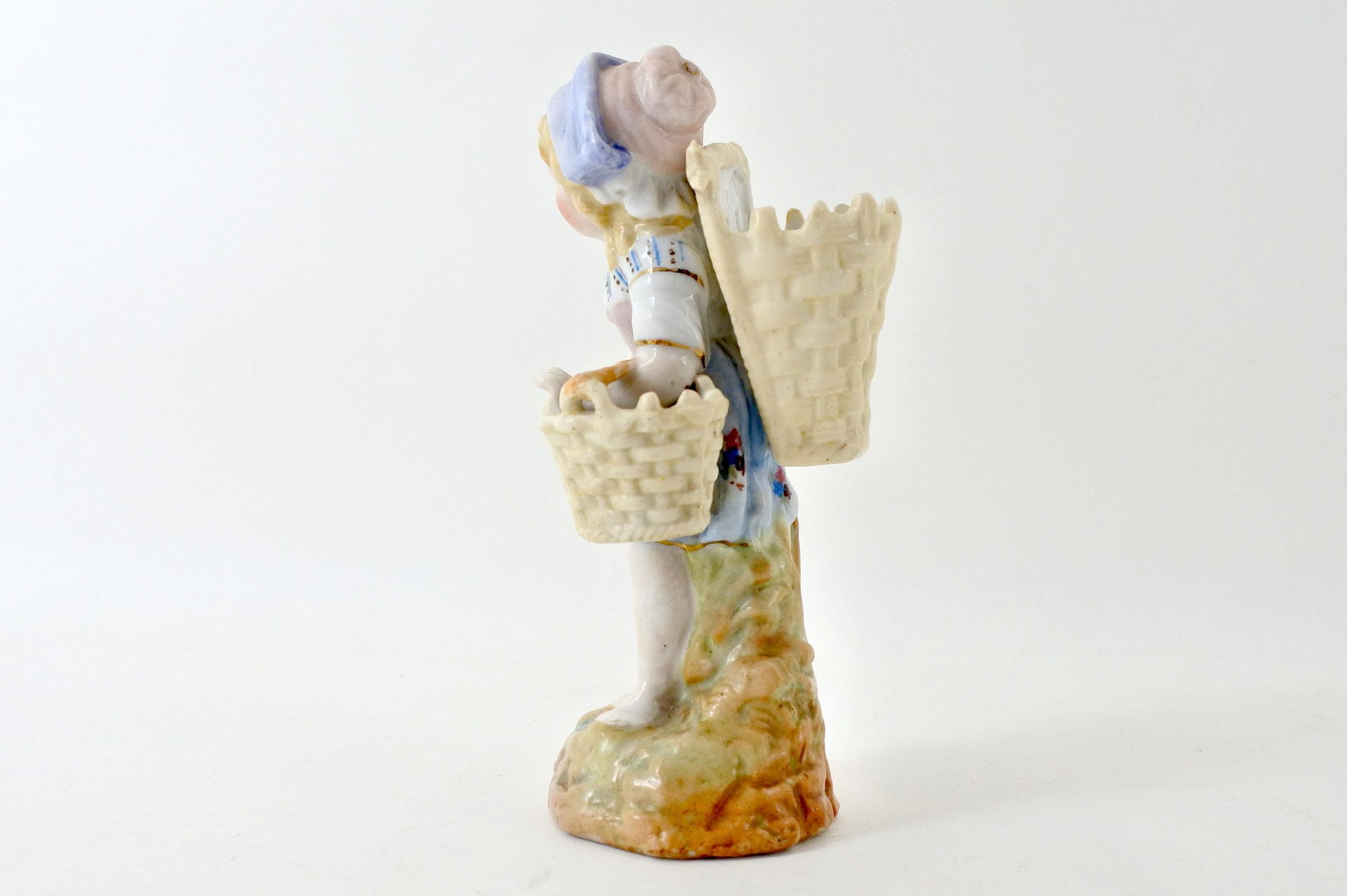 Statuina in ceramica a forma di bambina con gerla - 2