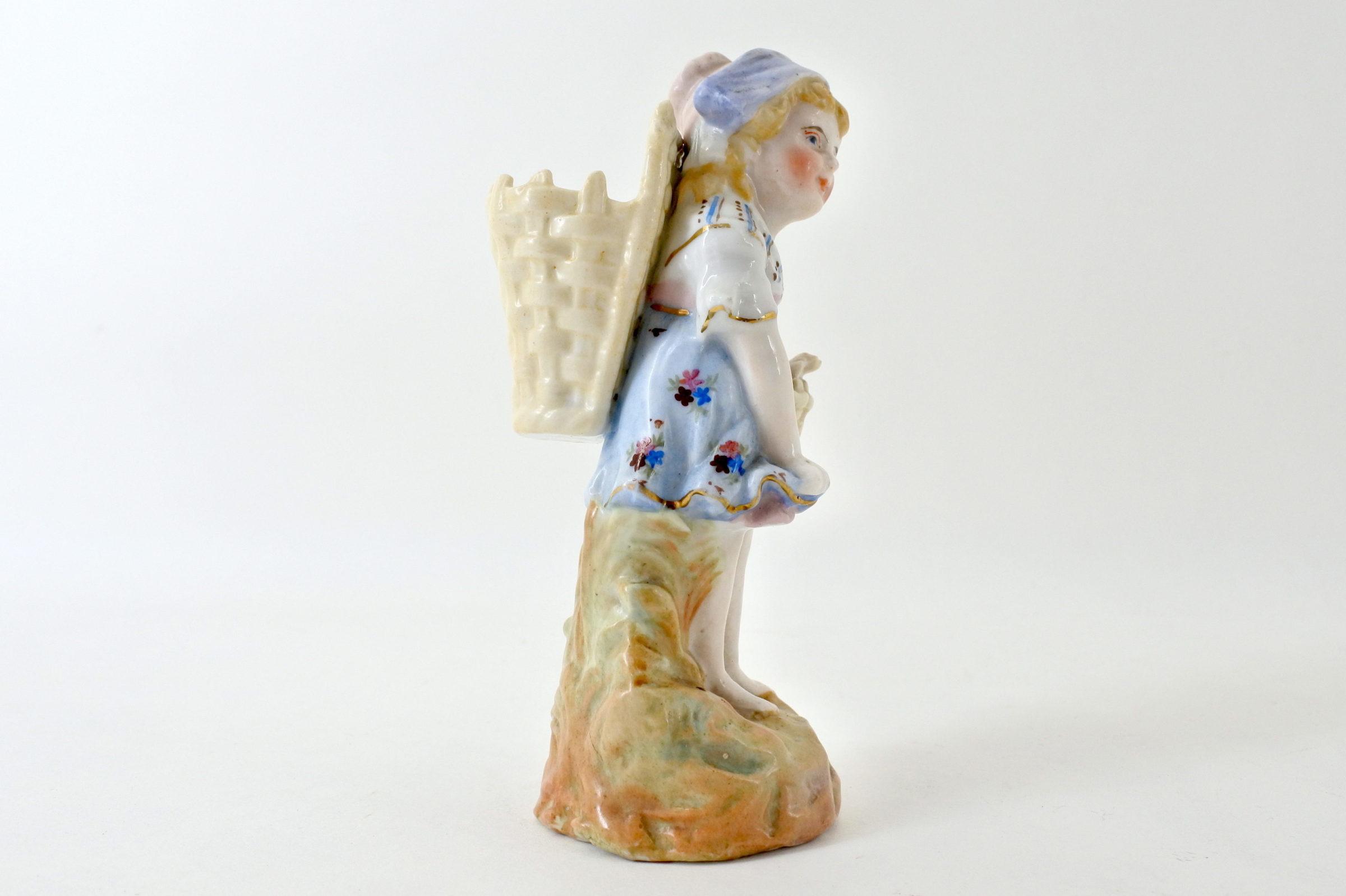 Statuina in ceramica a forma di bambina con gerla - 4