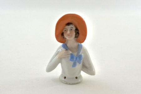 Statuina in ceramica rappresentante donna con cappello arancione - demi poupée