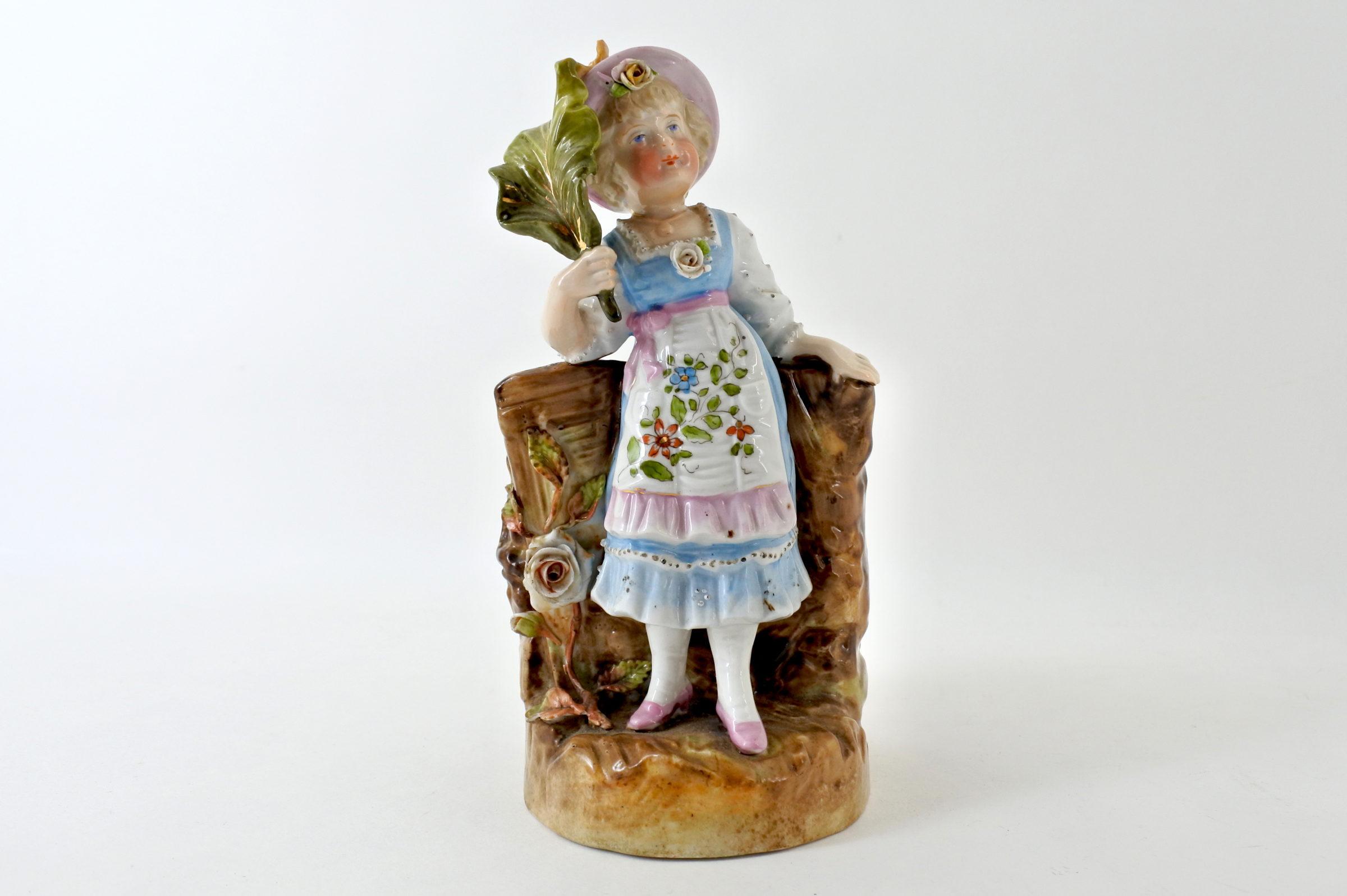 Statuina portafiori in ceramica a forma di bambina