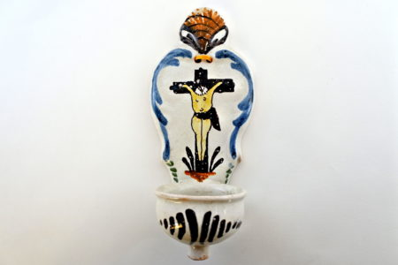 Acquasantiera in ceramica policroma del XVIII° secolo