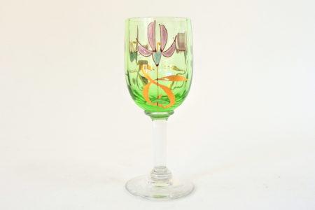 Bicchierino in vetro verde soffiato con fiori smaltati