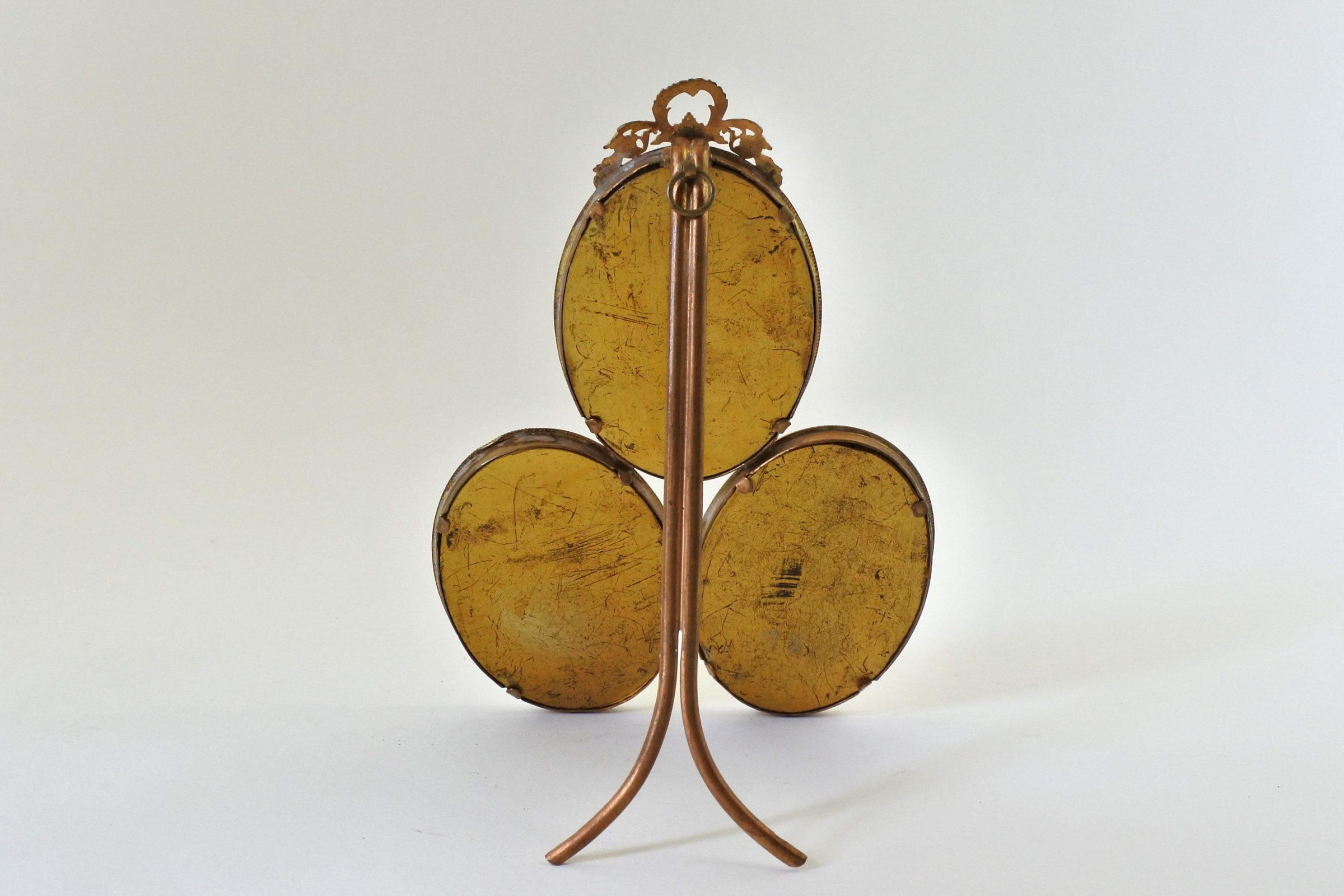 Cornice antica in bronzo dorato con 3 portaritratti ovali - 2