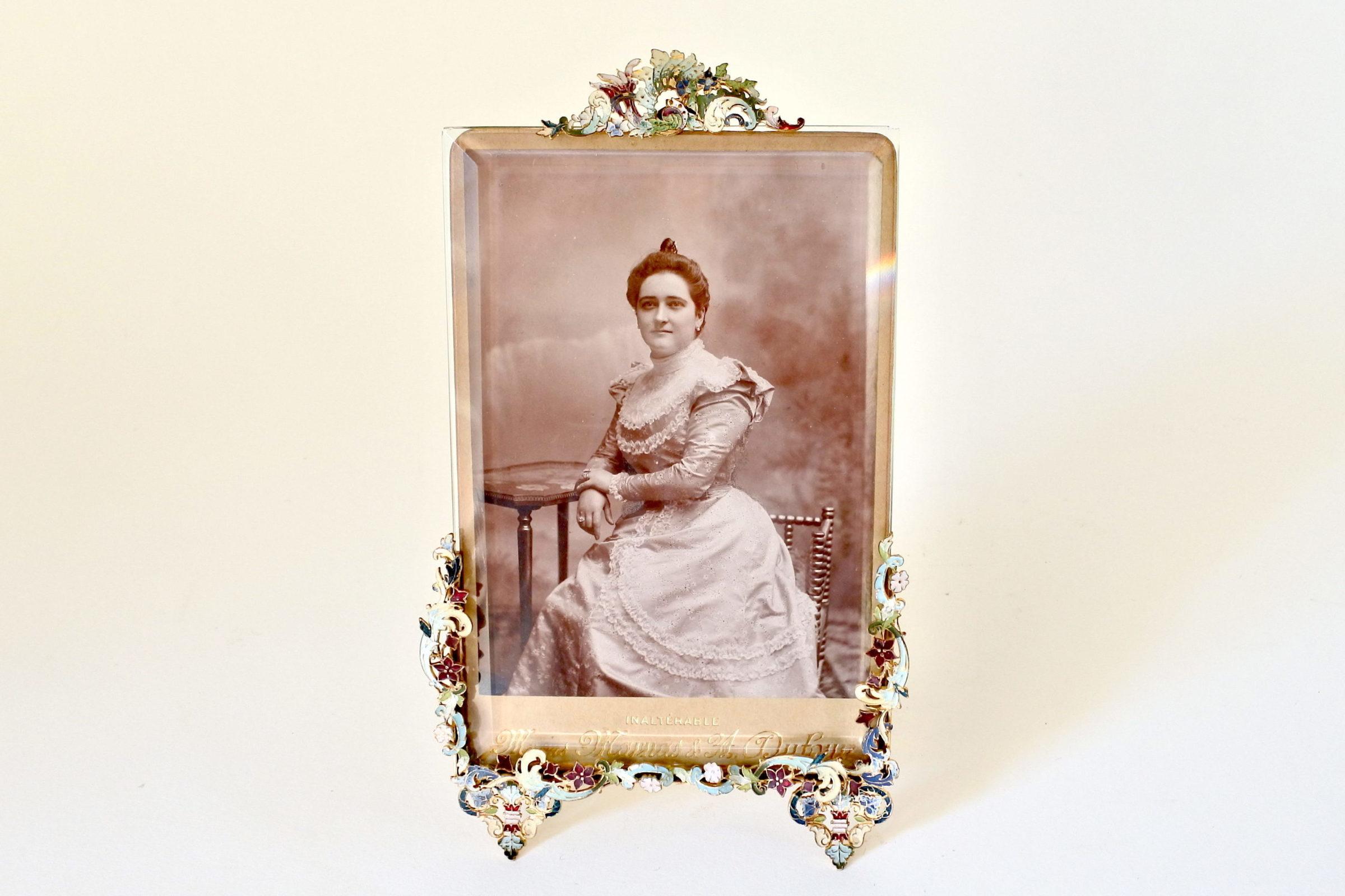 Cornice portafoto antica con splendidi fregi smaltati