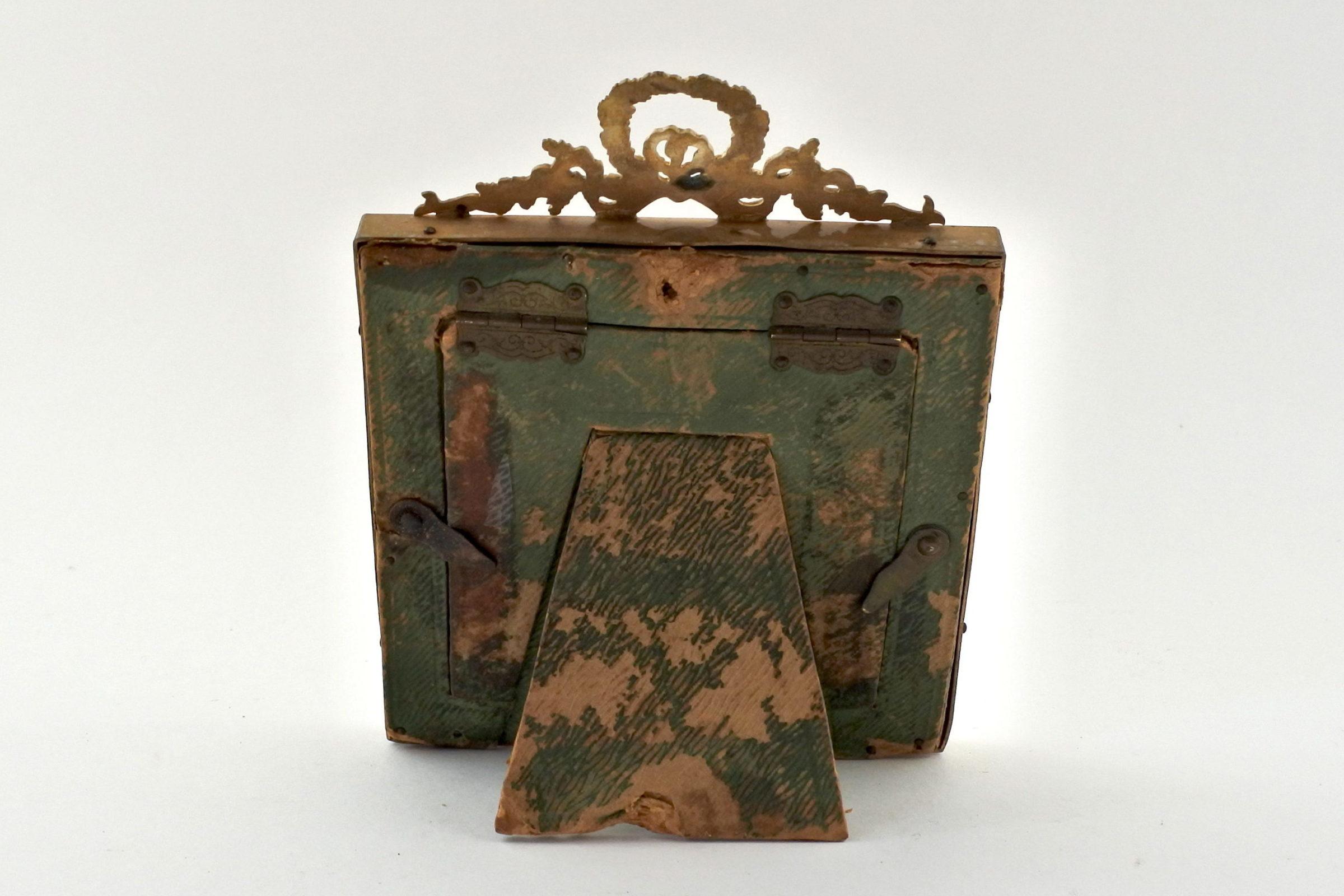 Cornice portaritratti in bronzo dorato di forma quadrata - 2