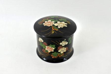 Scatola in papier mache laccata nera con decorazione floreale