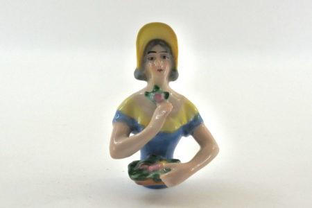 Statuina in ceramica rappresentante donna con cappello - demi poupée