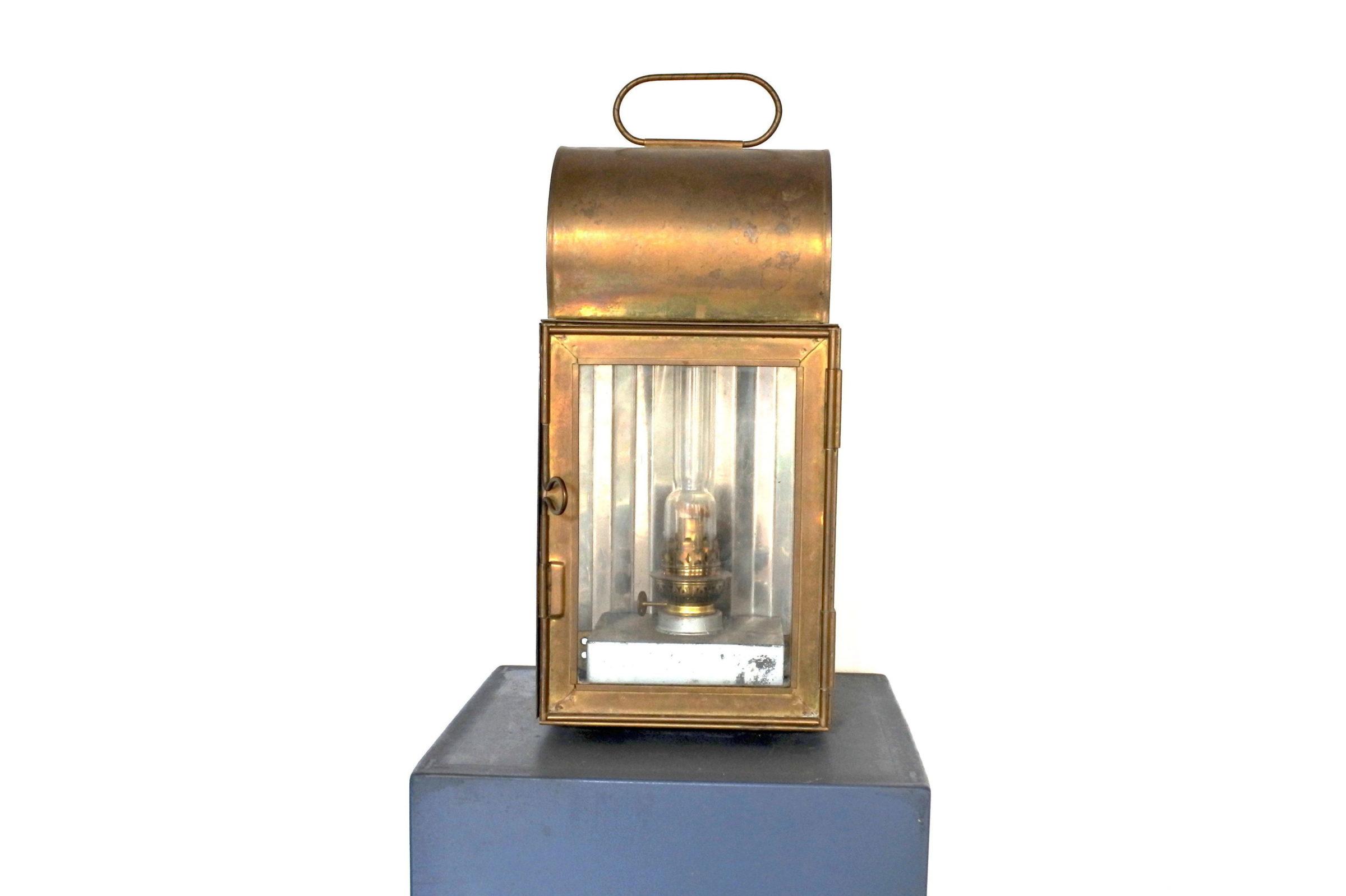 Lanterna in ottone con alimentazione a petrolio