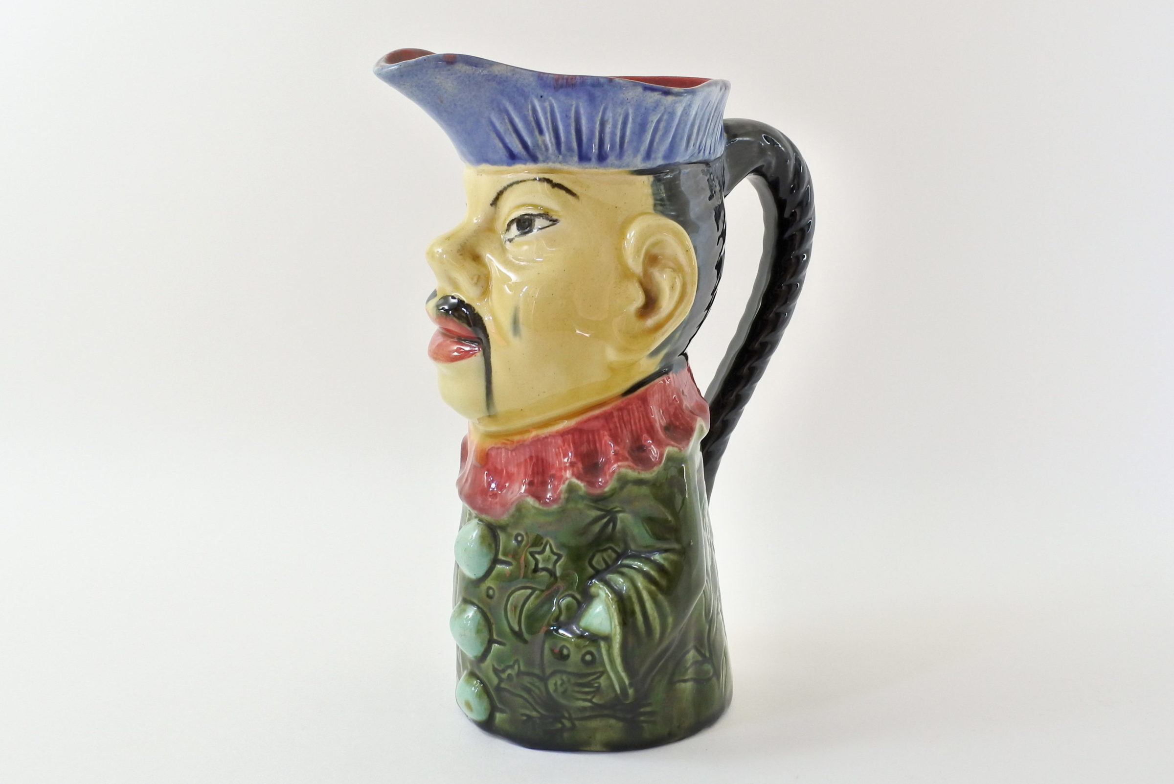 Brocca in ceramica barbotine a forma di cinese - Orchies