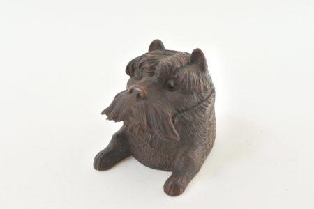 Calamaio scolpito in legno a forma di cane