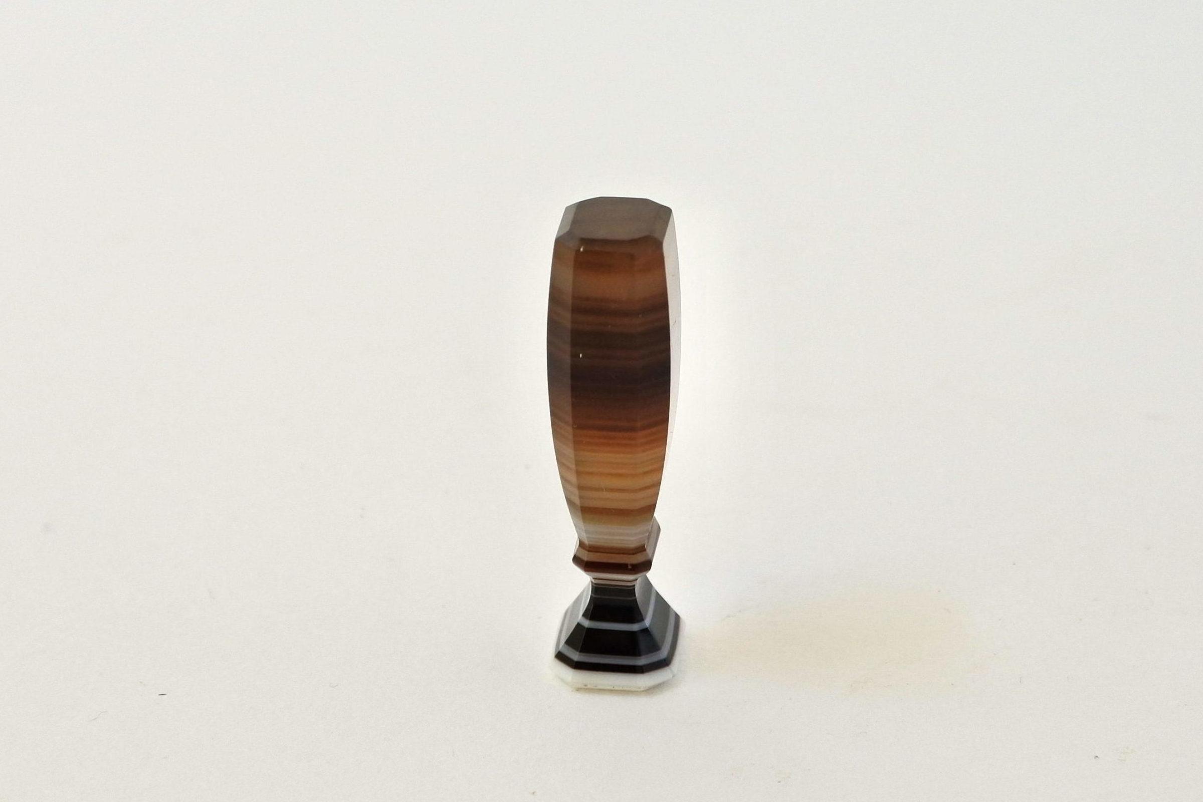 Piccolo sigillo in pietra dura con tipario da incidere - 2