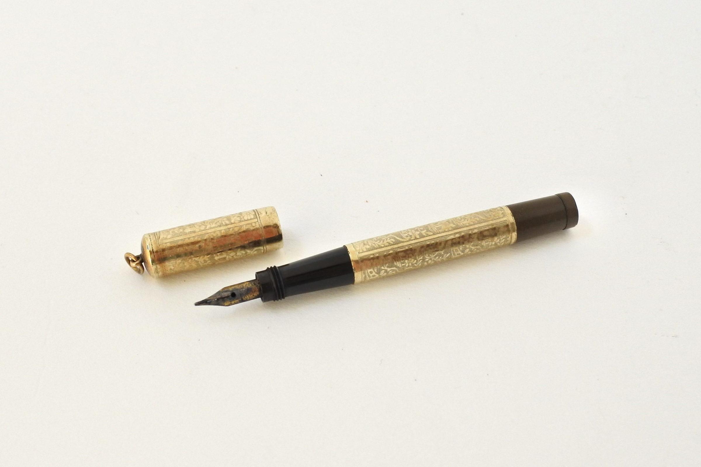 Piccola penna stilografica a scomparsa placcata in oro - 3