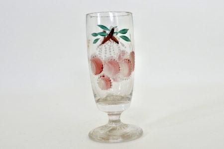 Bicchierino a calice conico in vetro soffiato e smalti con decoro di ciliegie
