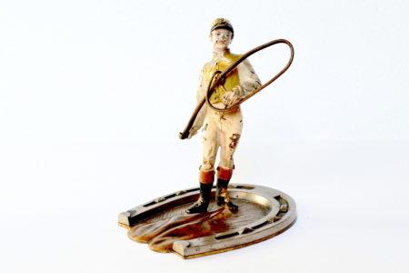 Bronzo di Vienna a forma di fantino con frustino