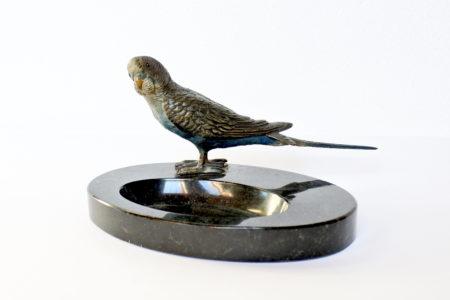 Posacenere o svuotatasche in marmo con pappagallo in bronzo di Vienna