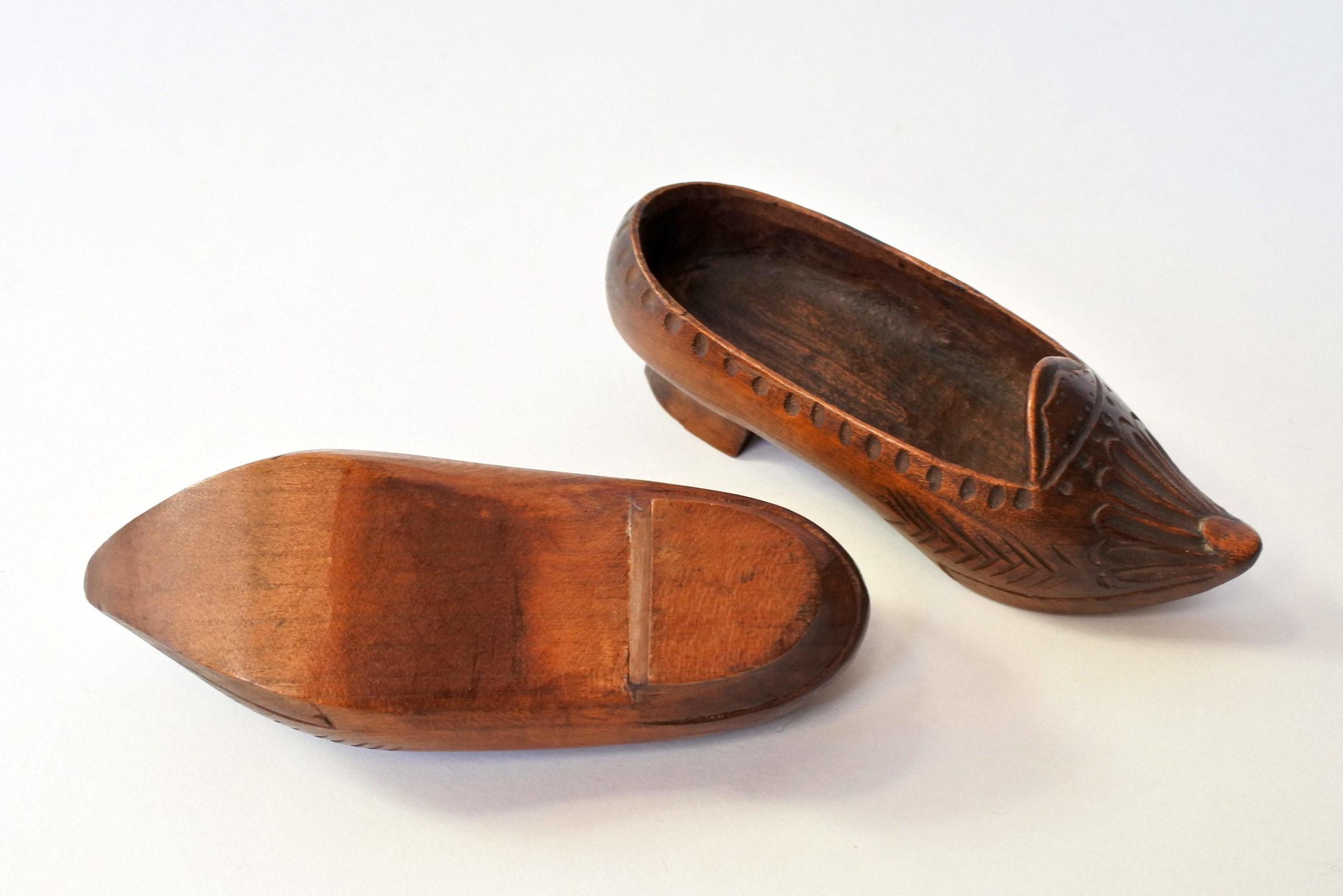 Coppia di zoccoletti in legno scolpito - 4