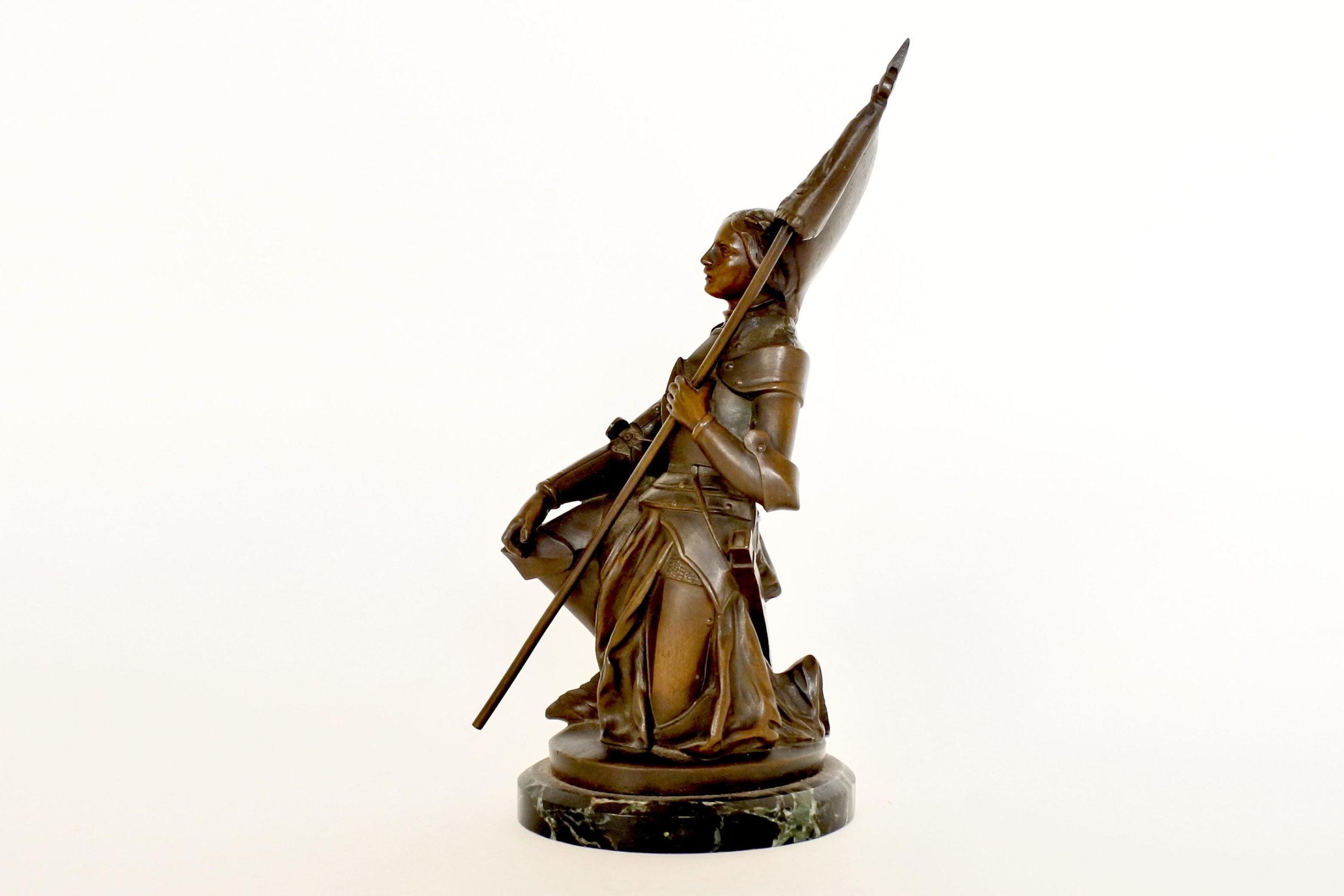 Statuina di Giovanna d'Arco in bronzo patinato su base in marmo - 2